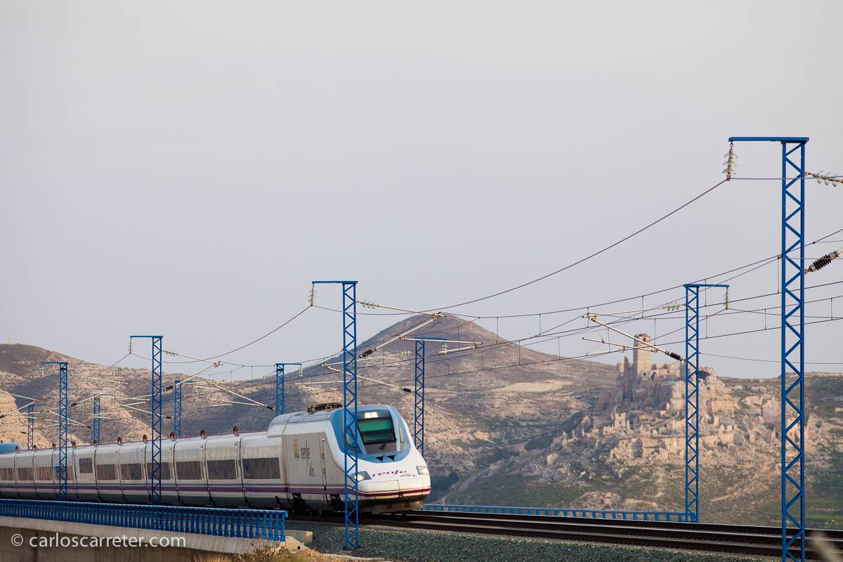 AVE sobre el viaducto de Rodén