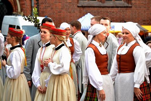 Resultado de imagen de traje tipico leton
