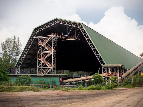 被我发现一个巨型帐篷了