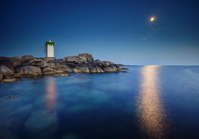 Heure bleue lunaire au phare de Trévignon