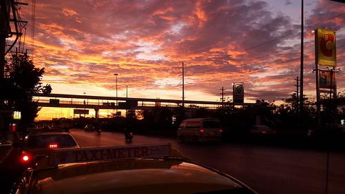 ภาพท้องฟ้ายามเช้า ด้วย White balance แบบ Cloudy