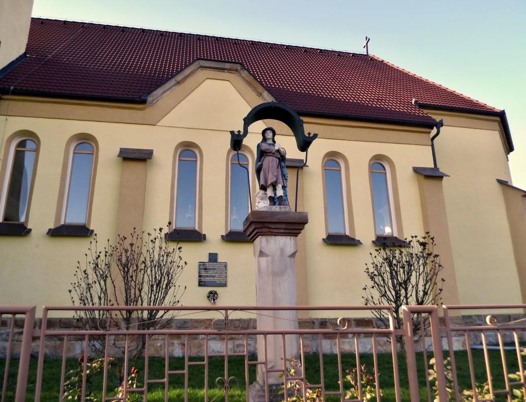Socha sv. Vendelína a pamätna tabuľa poľským vojakom