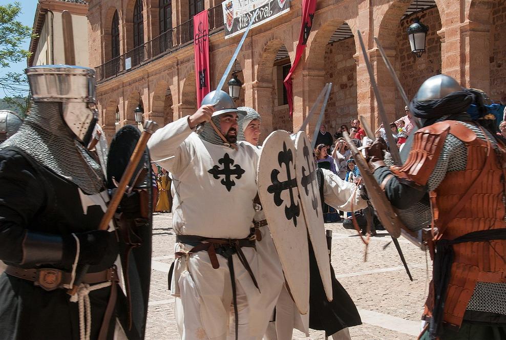 14. Recreación histórica de los caballeros calatravos en plena batalla. Autor, Jose María Moreno García