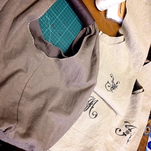 ショルダーバッグのキットに刺繍入れました。反対側にはスクリーンを入れてほしいというリクエストにお応えして^^;何でもやります!でも、自分で仕上げてね(-_^)