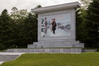 Kim Il-Sung met zijn ouders op weg om de Japanners een lesje te leren.