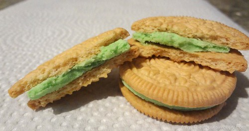 Nabisco Limited Edition Limeade Oreo Cookies Innards