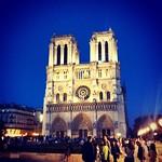 Notre dame et ciel bleu #paris