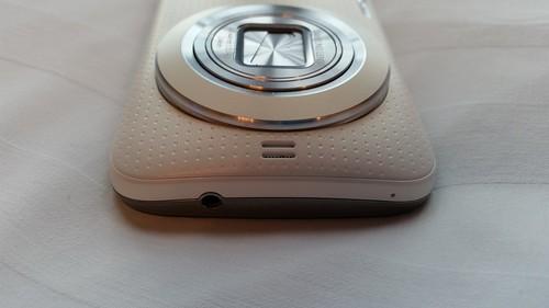 Samsung Galaxy K Zoom ด้านบน