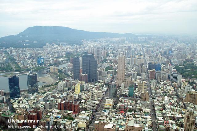 從85樓看高雄,發現高雄其實試個像棋盤格一般整齊的城市。