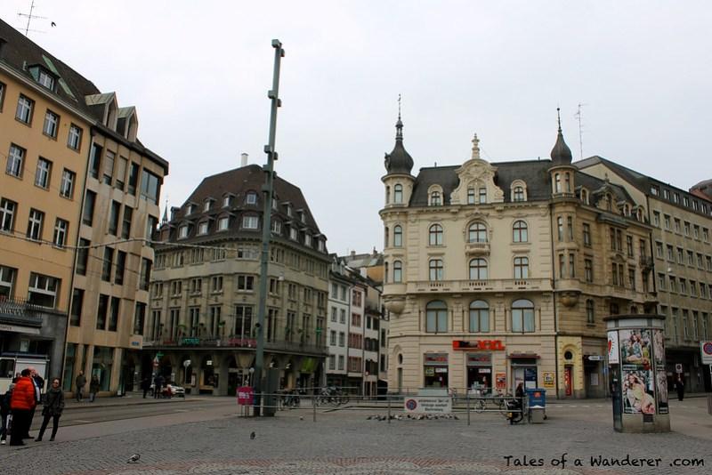 BASEL - Marktplatz - Rathaus