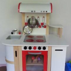 Hape Kitchen Gold 敗家 瑪豆的新玩具 多功能廚房 And So Life Goes On 痞客邦 剛好適合放在她的遊戲區 目前還缺矮書櫃 準備要入手ikea的八格櫃 剛好搭配3 Sprouts的收納盒