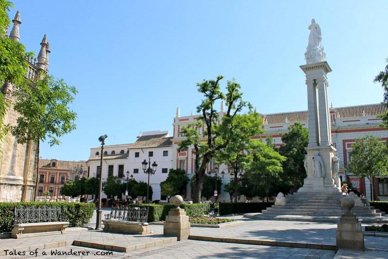 SEVILLA - Plaza del Triunfo