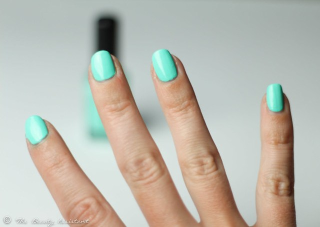 kiko nailpolish mint milk swatch