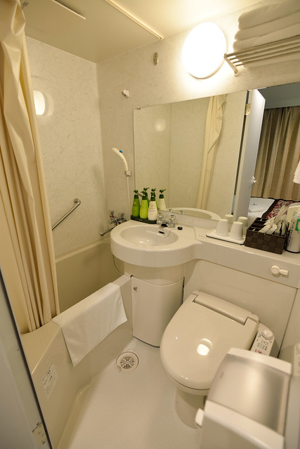 【浴室】浴室當然也不大,不過這樣的格局很能體驗所謂寸土寸金的感覺