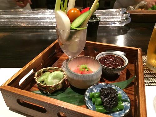 前菜:スティック野菜とりみそぞえ、ゆで空豆、インゲンの黒ごまのせ、生ハム@やさいと、