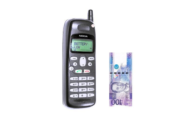 Nokia 1620 and 100 Peso Bill