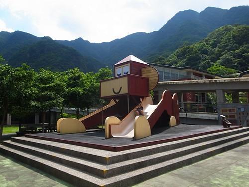 台北猴峒一日遊:猴子溜滑梯、成群小貓、礦工車(9.11ys)