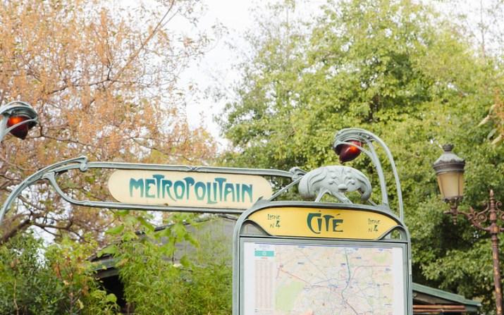Cité Metro Station