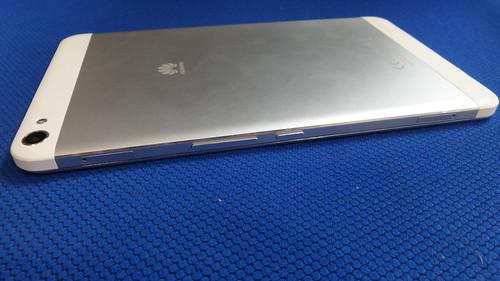 Huawei MediaPad X1 ด้านขวา