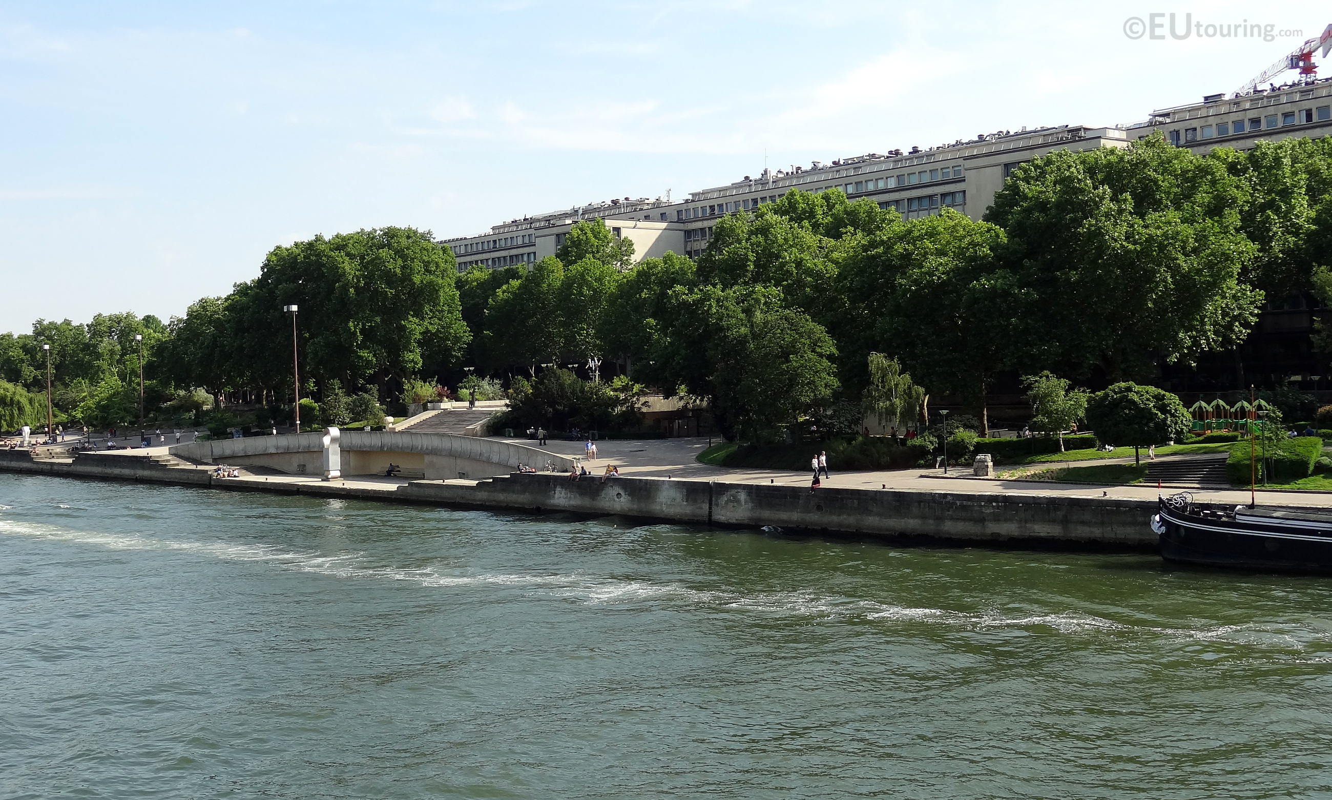 Jardin tino rossi from the river seine eutouring for Jardin tino rossi