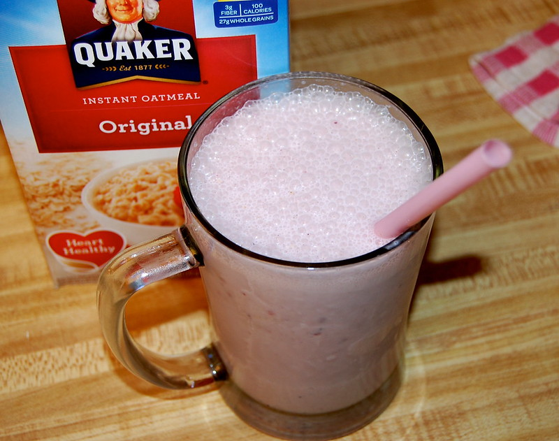 Oatmeal and Strawberry Frappe with Milk and Quaker Oats #HerenciaLeche