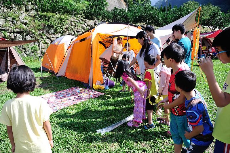 【親子露營14】萬聖節DIY玩佈置。不給糖拆帳篷。二訪泰安雲朵朵親子營區 。溯溪抓蝦套圈圈。惡魔蠢蠢欲動 ...