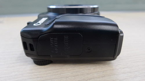 Canon PowerShow SX700HS ด้านซ้าย