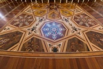 Prachtige ingelegde houten vloeren.