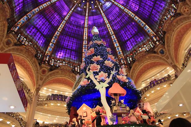【巴黎。購物】百年歷史建築,提供方便完善退稅服務~拉法葉(老佛爺)百貨。 @ 17度C的黑夜 :: 痞客邦