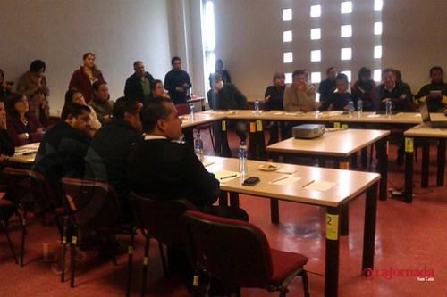 Ríspida reunión entre autoridades municipales y padres de familia