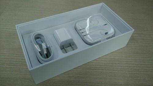 อุปกรณ์ที่มากับกล่องเหมือนเดิม สาย Lightning, Wall charger และหูฟัง EarPod