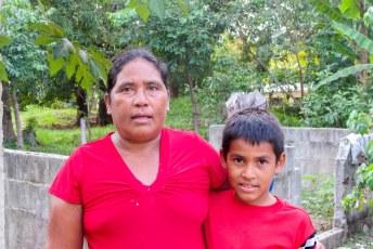 Voor moederdag mochten sommige kinderen een weekendje logeren bij hun familie (zo ze die nog hadden), hier Alberto.