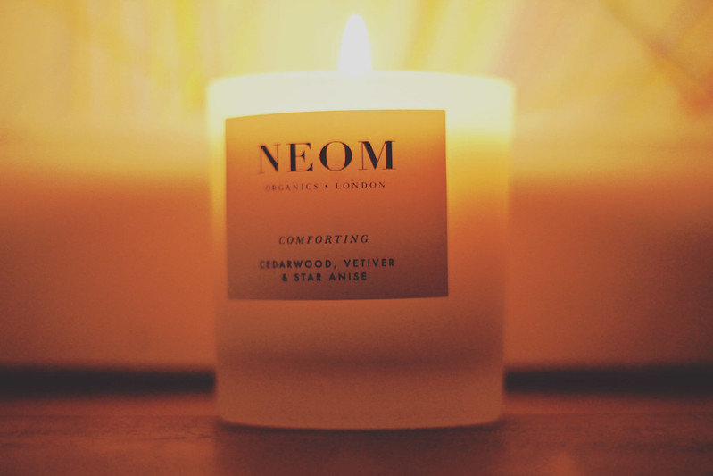 neom comforting candle
