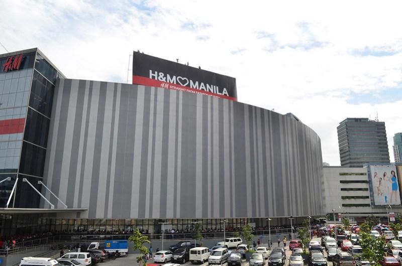 H&M opens in Manila
