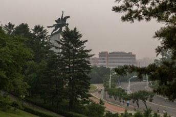 Ook vlakbij staat dit Chollima standbeeld als symbool voor de heldhaftigheid van het Koreaanse volk.