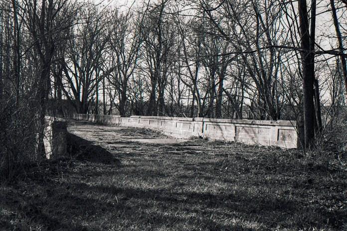 Abandoned US 40 bridge near Plainfield, IN
