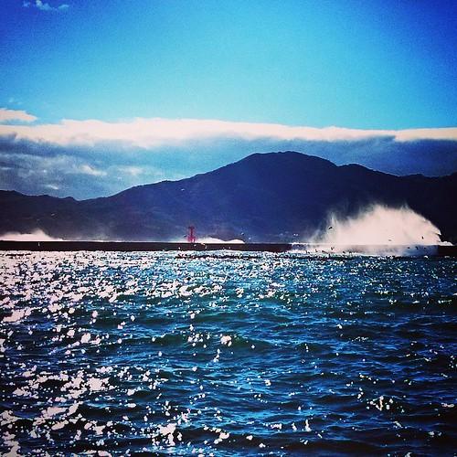 台風でどたばたした、昨日と今日。 思ったよりは、大丈夫そうです。 明日は波がさがるのか? 少しは波が入ってます。 #kanehiro http://ift.tt/1v7muiE