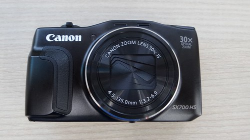 Canon PowerShow SX700HS ด้านหน้า