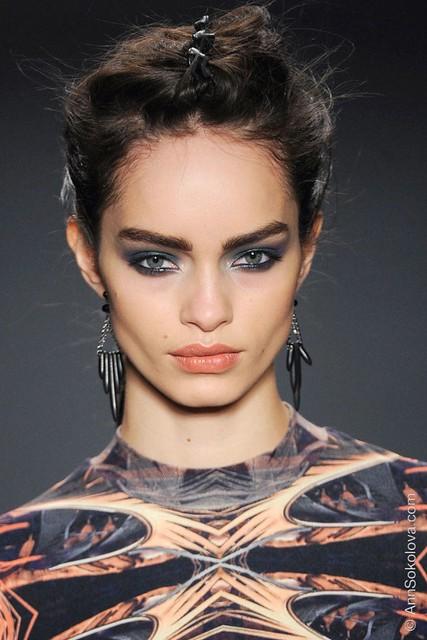 hbz makeup trends fw2014 heavy liner 01 Miller clpi