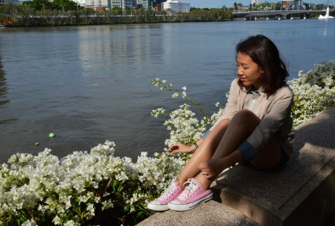 Brisbane River, outfit, pink converse, summer, beige cardigan