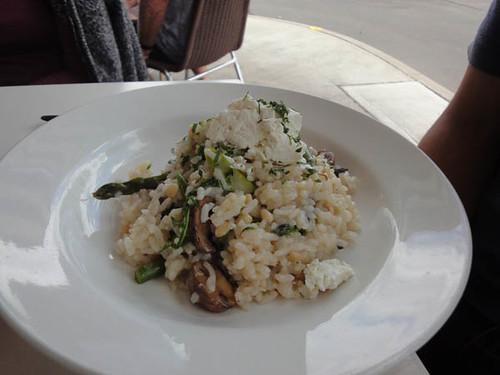 Sideways Deli Cafe: Goat's curd, asparagus & mushroom risotto