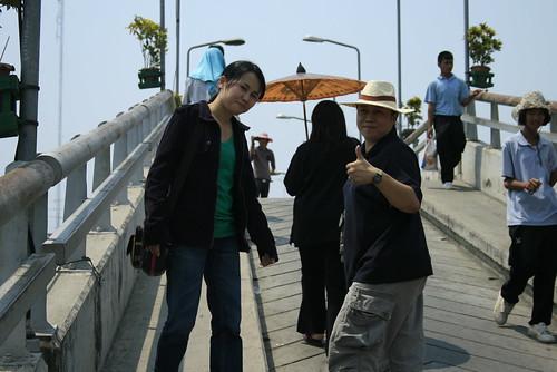 สะพานเข้าสู่ตลาดสามชุก