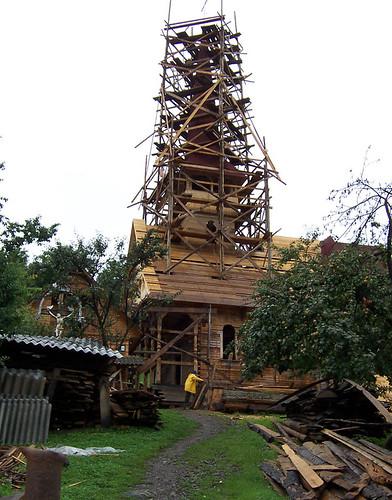 Iglesia de madera en construcción, Botiza, Maramures