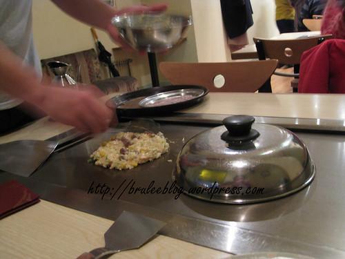 cooking the okonomiyaki