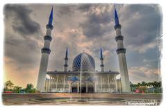 The Sultan Salahuddin Abdul Aziz Mosque in Sha...