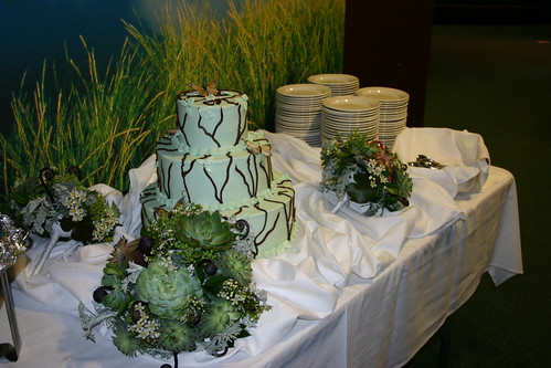 Wedding Weekend - Reception - Bouquets and Cake (by Liza Franco)