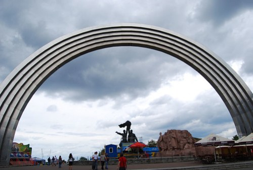Arco de la Amistad de los Pueblos en el Parque Khreschatyk