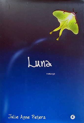 Luna, di Julie Anne Peters, Giunti 2010; prog. grafico di cop.: Adria Villa; cop. (part.), 4