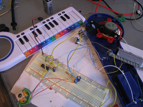 circuit bending a mini keyboard