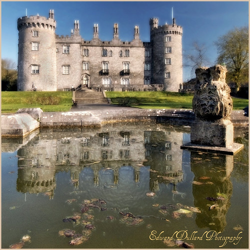 CASTLE REFLECTIONS por Edward Dullard.